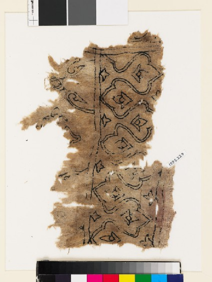 Textile fragment with trefoils, stylized buds, and leaves