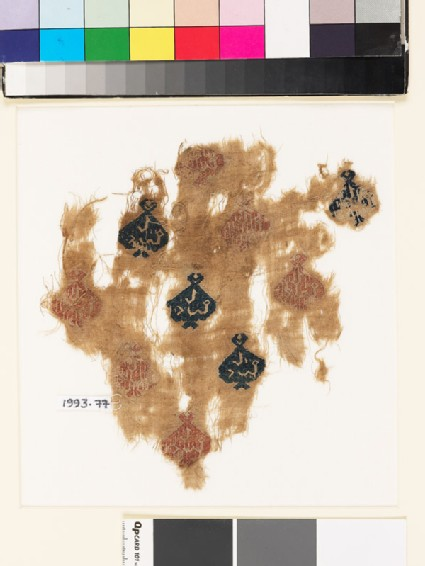 Textile fragment with diamond-shaped medallions containing pseudo-kufic inscription