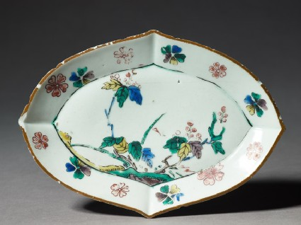 Lozenge-shaped dish with floral decoration