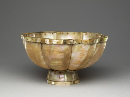 Mother-of-pearl lobed bowl