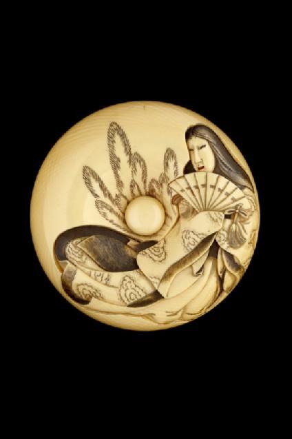 Manjū netsuke depicting Tamamo no Mae, with Nasu Moor on the reverse