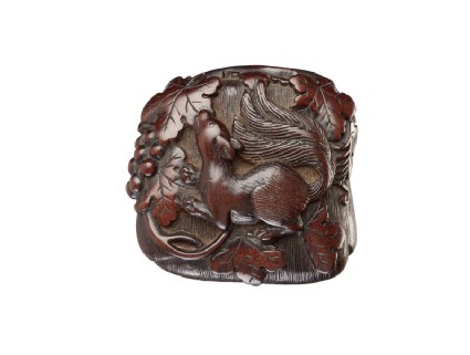 Manjū netsuke in the form of a squirrel among grapevines