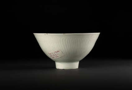 Bowl with high foot and incised floral decoration