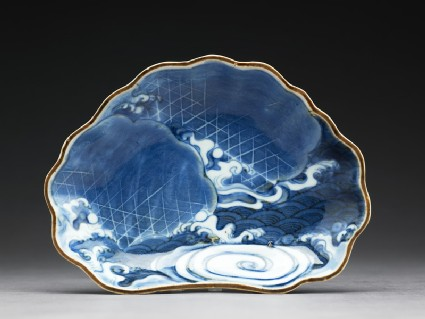Dish with waves