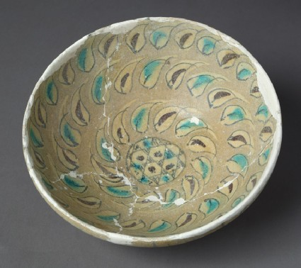 Bowl with leaves