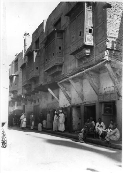 Suq al-Zalat (opposite Zahid Mosque)