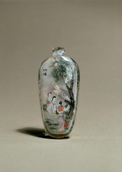 Snuff bottle depicting a scene from Strange Tales of a Scholar's Studio