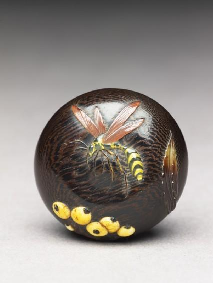 Manjū netsuke with wasp and berries