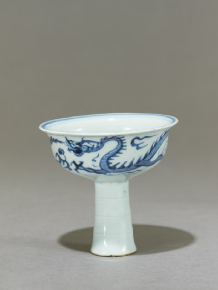 Blue-and-white stem cup with a dragon and flower