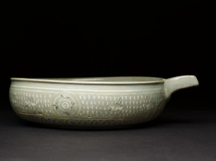 Bowl with flying birds and a seascape