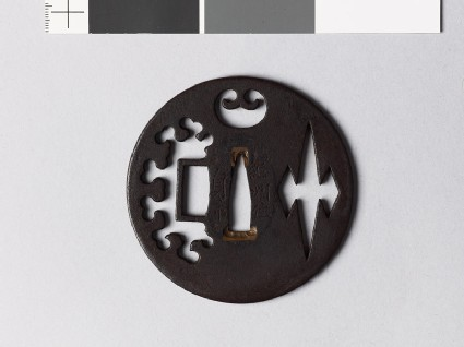Round tsuba with a snow heap and matsukawa-bishi, or overlapping lozenges