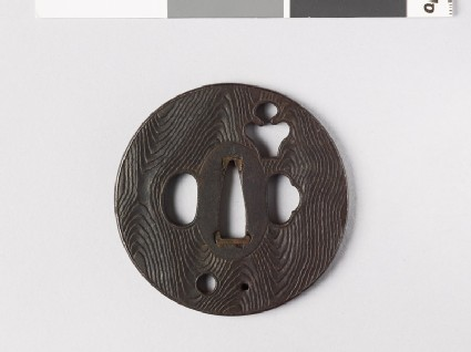 Round tsuba with wood grain decoration