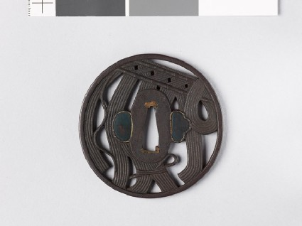 Round tsuba with rope curtain