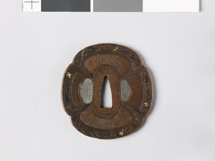 Mokkō-shaped tsuba with grape vine