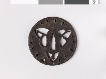 Round tsuba with gingko leaves