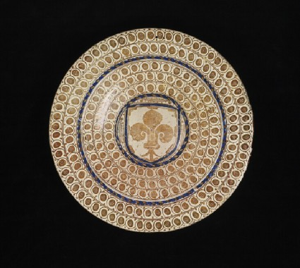 Plate with a shield with a fleur-de-lis
