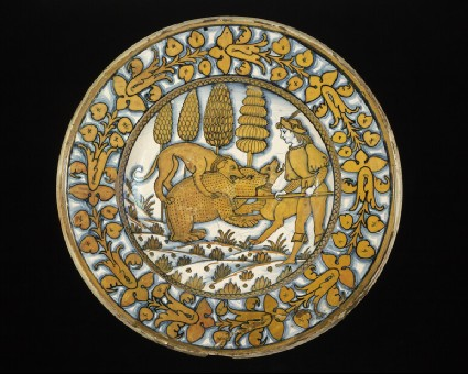Plate with a bear hunt