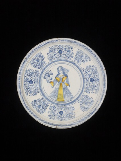 Plate on high foot