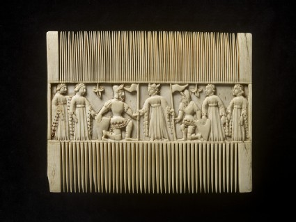 Comb with scenes from a romance