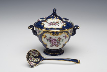 Tureen, cover and ladle
