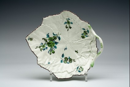Leaf-shaped dish with twig handle
