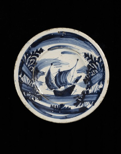 Plate with a ship