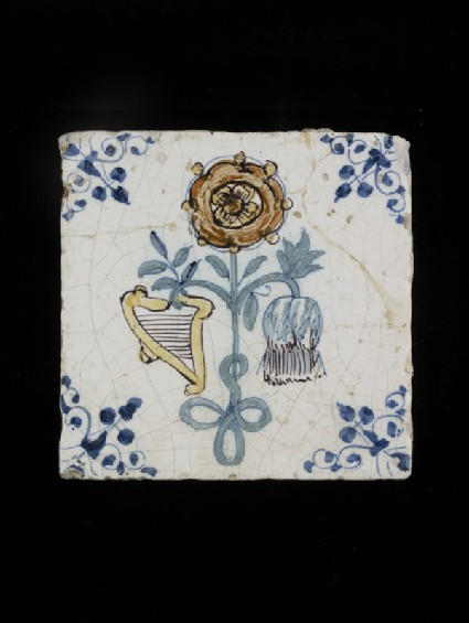 Tile with rose for England, thistle for Scotland and harp for Ireland