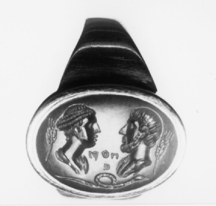 Intaglio gem, portrait busts set in finger-ring