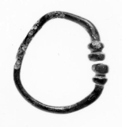 Plain circular penannular brooch