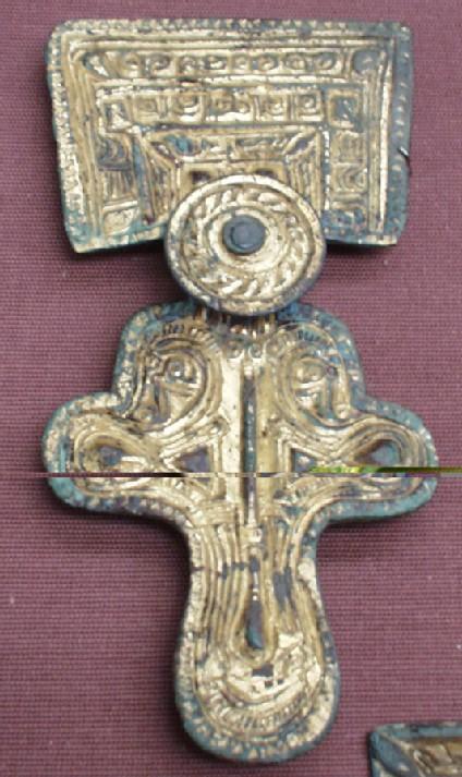 Square-headed brooch