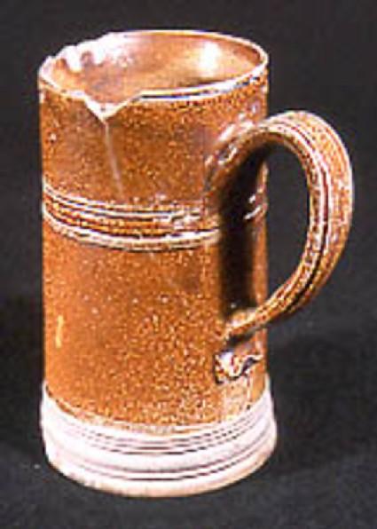 Cylindrical mug