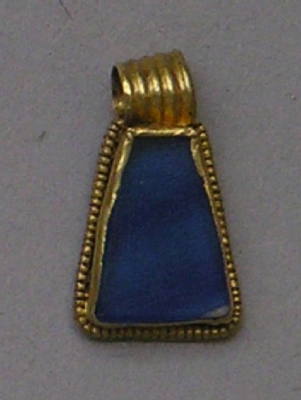 Gold pendant set with lapis lazuli or glass