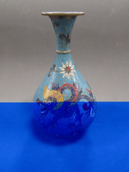 Pear-shape vase with dragon