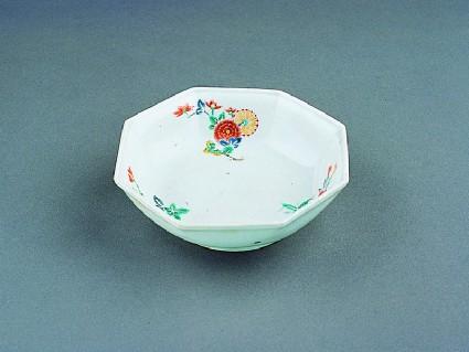 Octagonal bowl with three floral sprays