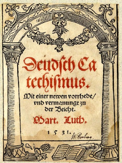 Titlepage for Deutsch Catechismus with arch and a book at bottom