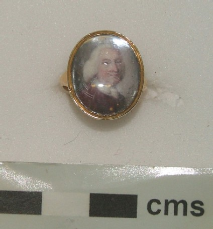 Memorial portrait ring