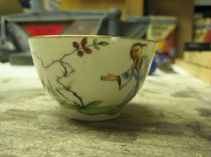 Tea bowl with Chinoiserie decoration of man in a landscape