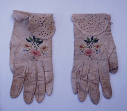 Pair of ladies kidskin gloves