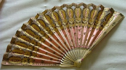 Folding fan of pink silk and gold decoration