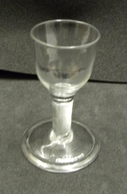 Short multi-spiral air-twist wineglass