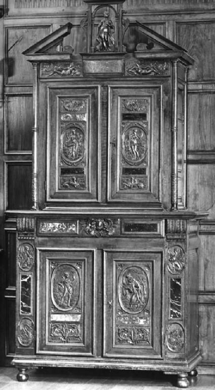 Cabinet (armoire à deux corps)