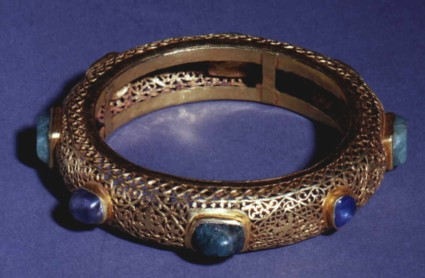 Openwork bracelet decorated in opus interrasile set with eight oblong emeralds and oval sapphires