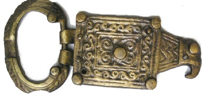 Buckle with oblong plate terminating in bird head