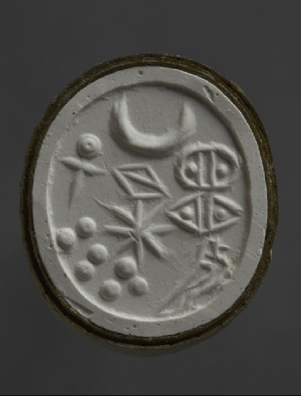 Scaraboid stamp seal depicting mirror, crescent, bisected lozenge, star and seven dots