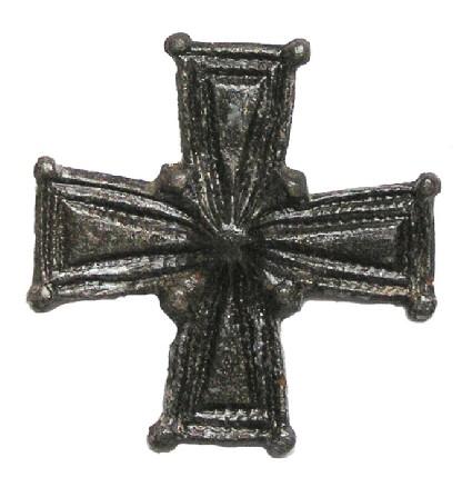 Cruciform brooch