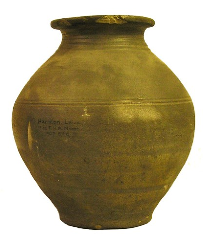 Narrow-necked urn