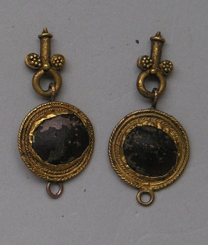 Gold and garnet pendant earrings