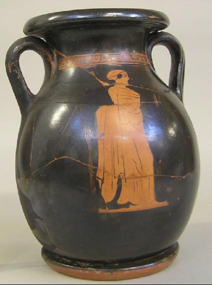 Attic red-figure pottery pelike depicting a domestic scene
