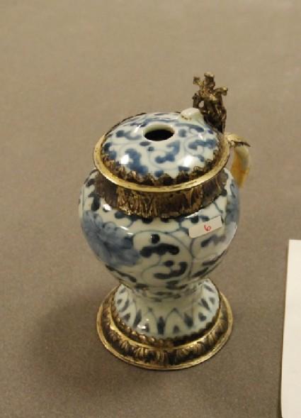 Baluster-shaped mustard pot with European mounts