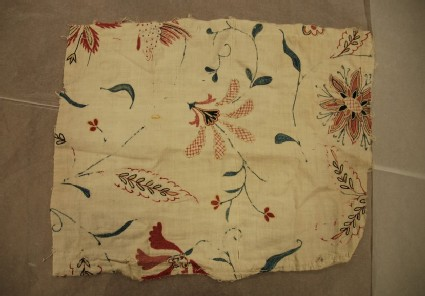 Cotton fragment with floral motifs, trailing leaves and sprays